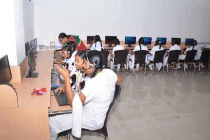 Bharatiya Vidya Bhavans Residential Public School-English Lab