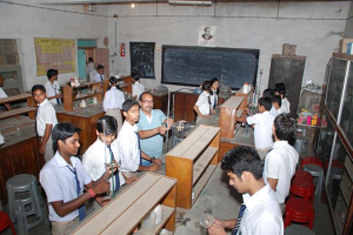 Navyug Vidyalaya-Chemistry Lab