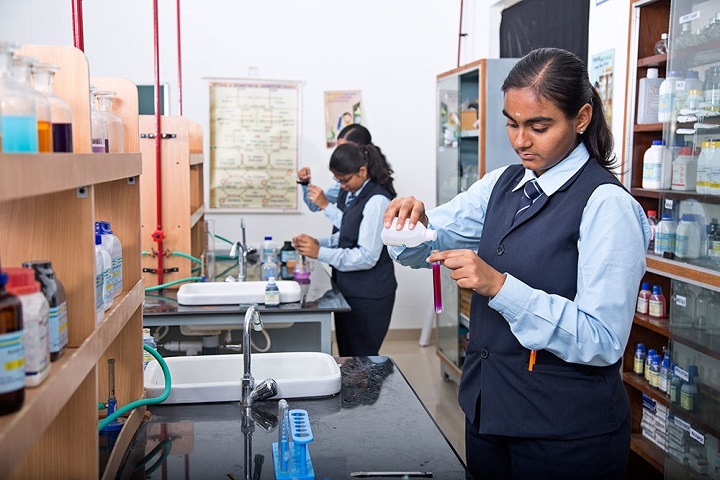 A R B International School-Chemistry-Lab