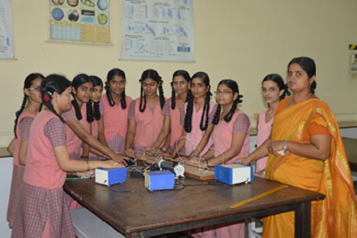 Kamala Subramaniam Secondary School-Physics lab