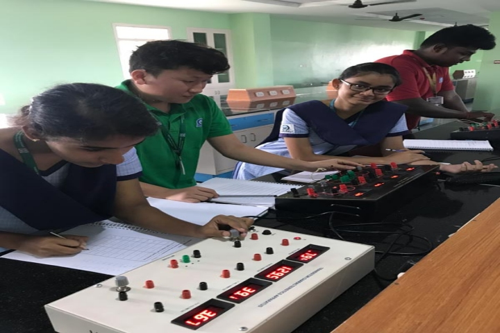 Lalaji Memorial Omega International School-Physics Lab