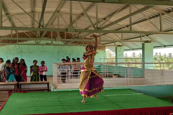 Radiant International School-Dance