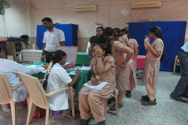 Shri B.S.Mootha Girls Senior Secondary School - Health camp