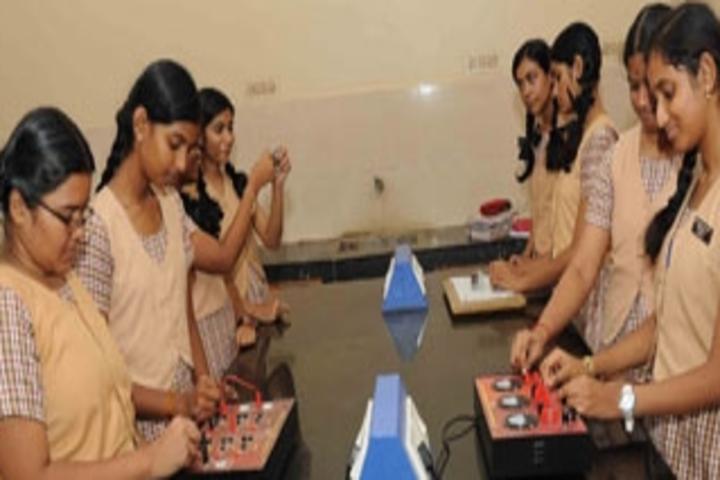 Shri B.S.Mootha Girls Senior Secondary School- Lab 1