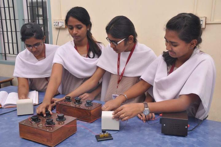 Shrishti Vidyashram - lab