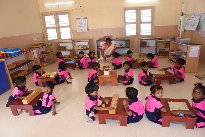 Vidya Mandir School-Attractive Montessori Lab