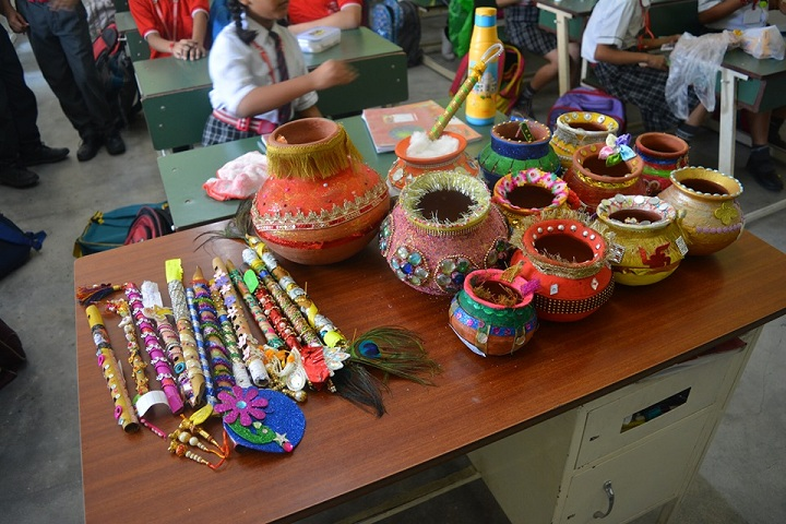 A M World School-Art and Craft