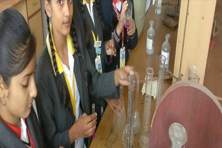 S D V Public School-Chemistry Lab