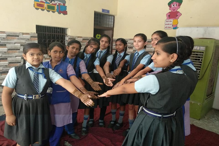 Alexander Public School - Mehandi Competition