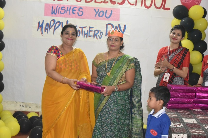 Alphine Public School - Prize Distribution On Mothers Day