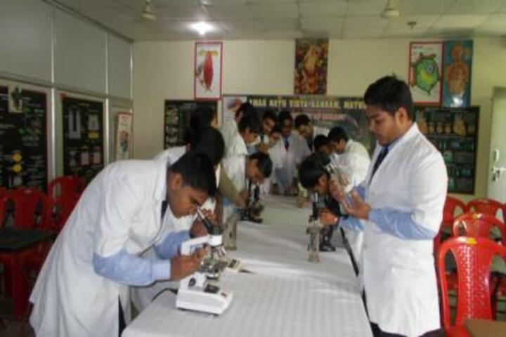 Amarnath Vidya Ashram Senior Secondary School - Science Lab