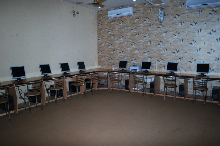 Amarnath Vidya Ashram Senior Secondary School-Computer Lab