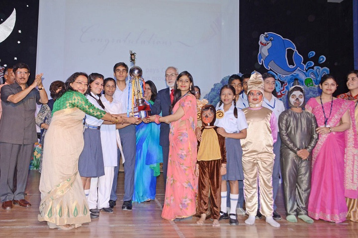 Amity International School - Award Receiving