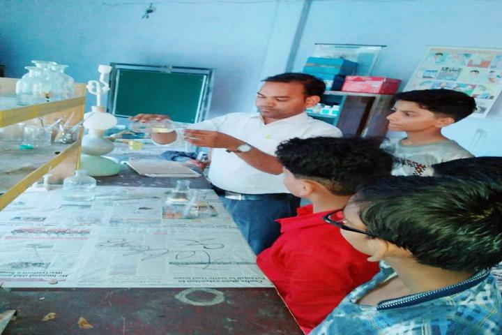 Ashoka Senior Secondary School-Chemistry Lab