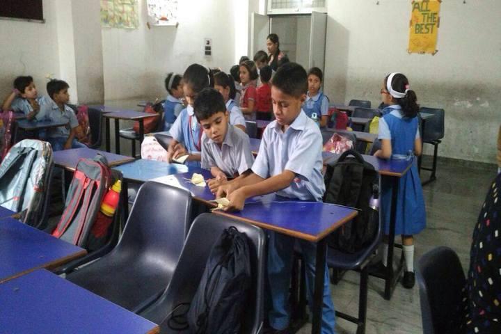 Ayesha Tarin Modern Public School-Classroom