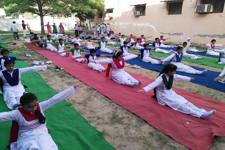 Ayesha Tarin Modern Public School-Yoga