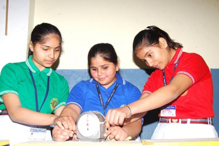 B K Senior Secondary School-Physics Lab