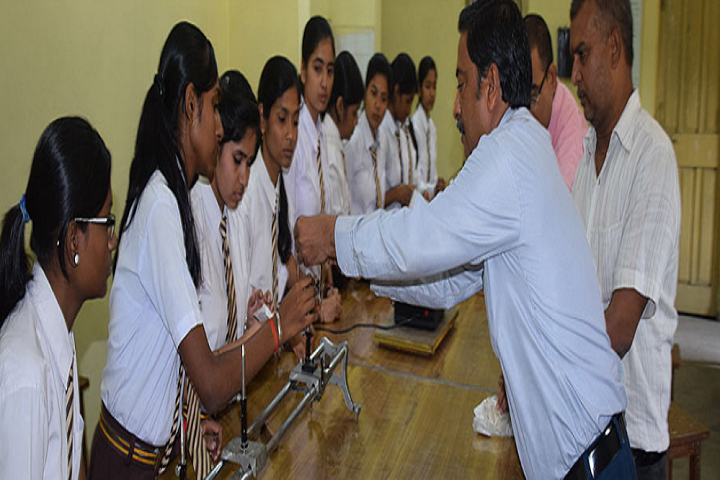 Dav Public School-Science-Lab