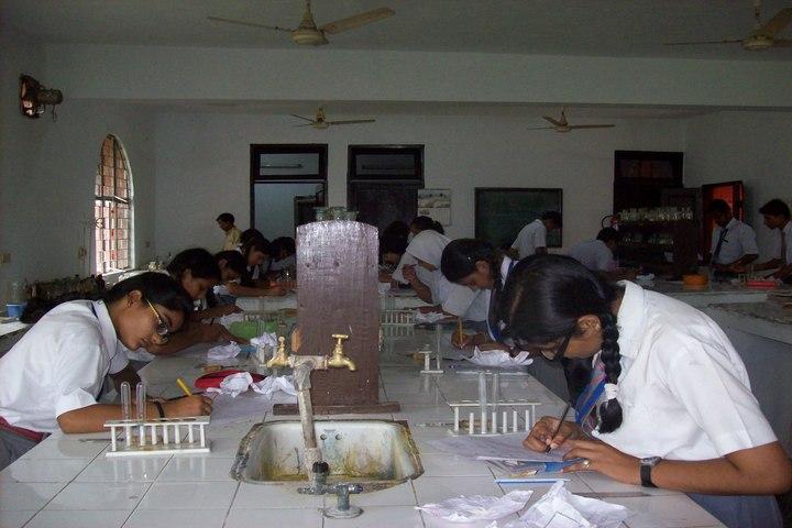 Dayawati Modi Public School-Chemistry Lab