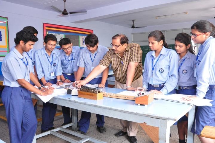 Dehradun Public School-physics lab