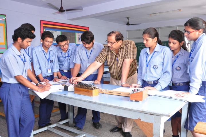 Dehradun Public School-Physics-Lab