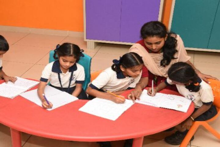 DA Vinci International School-Students