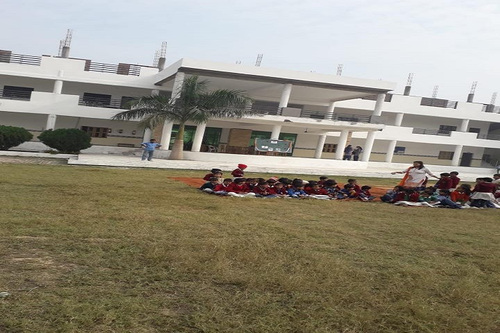 Diamond Public School-Campus-View with students