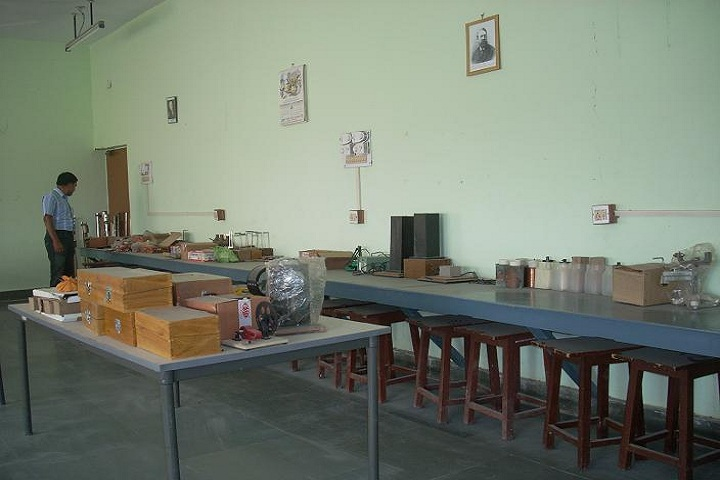 Dr Amrit Lal Ishrat Memial Sunbeam School-Laboratory