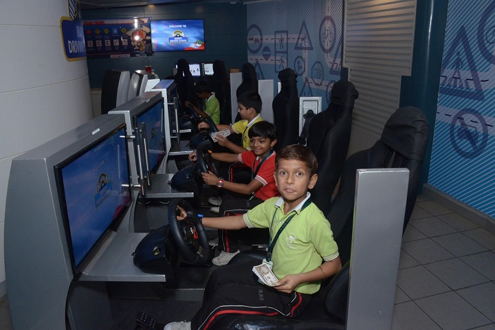 Dr MPS World School-IT-Lab with students