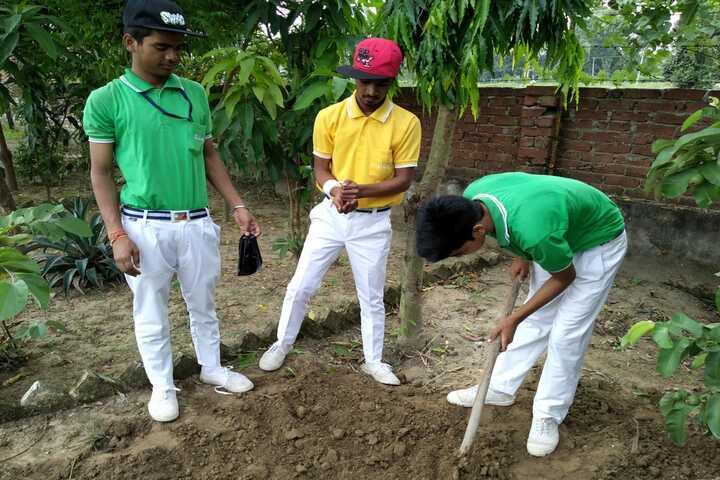 Dunni Devi Gayadeen Smarak Vidhyalaya-Plantation Activity