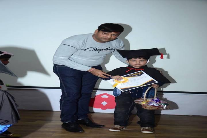 Edify World School Firozabad-Graduation day for preprimary school children