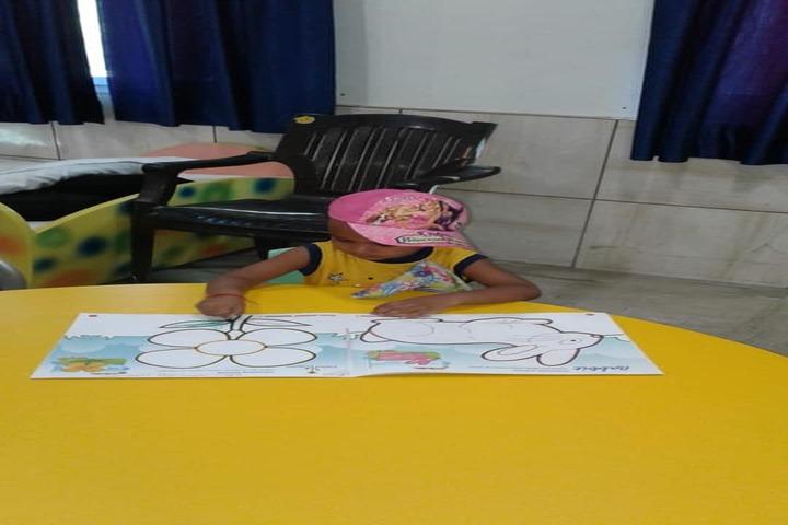 Edify World School Firozabad-Pre primary school children drawing
