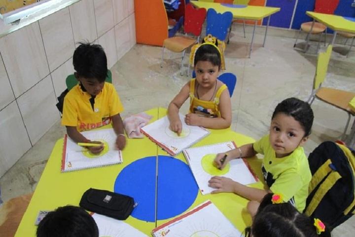 Edify World School Firozabad-Pre primary school children coloring