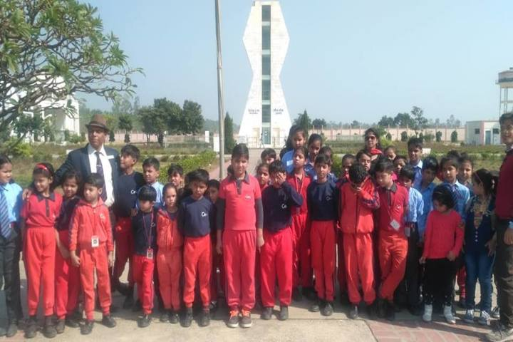 Gandhi International Public School-School Children To Picnic