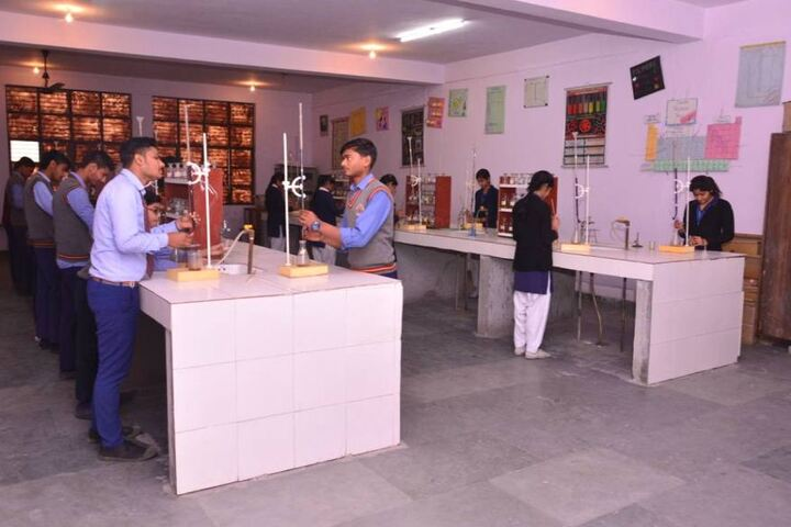 Gurukul Vidyapeeth-Chemistry Lab