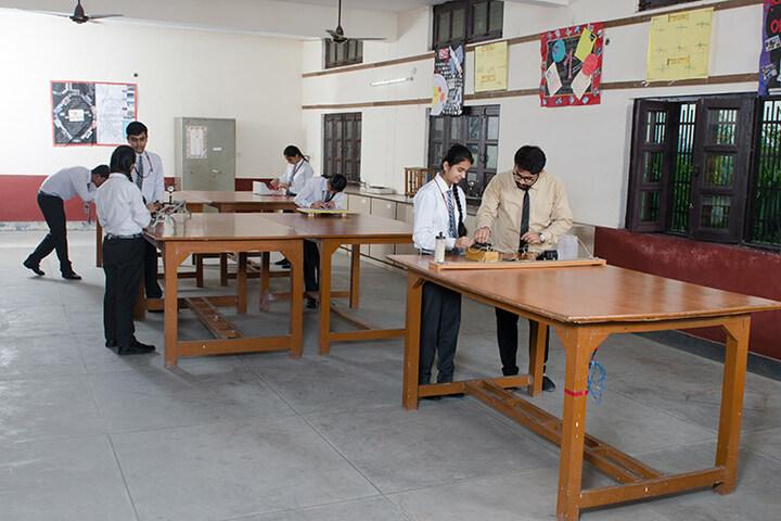 Holy Child School-Physics Lab