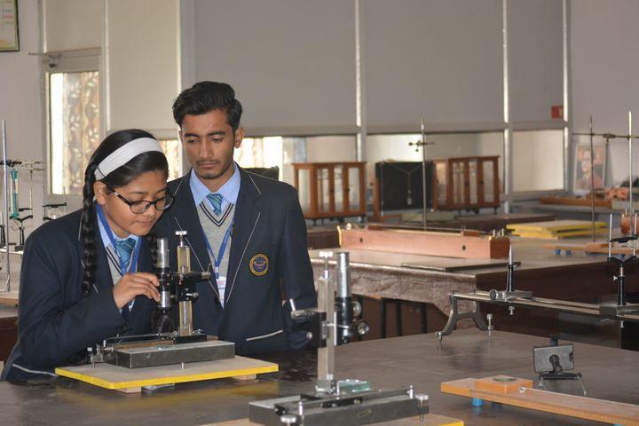 Imperial International School-Physic-Lab