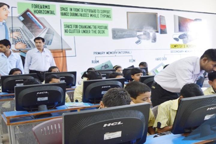 Indus Valley Public School-Computer-Lab