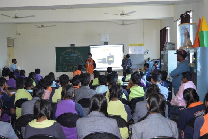 Indus Valley Public School-Smart-Classroom