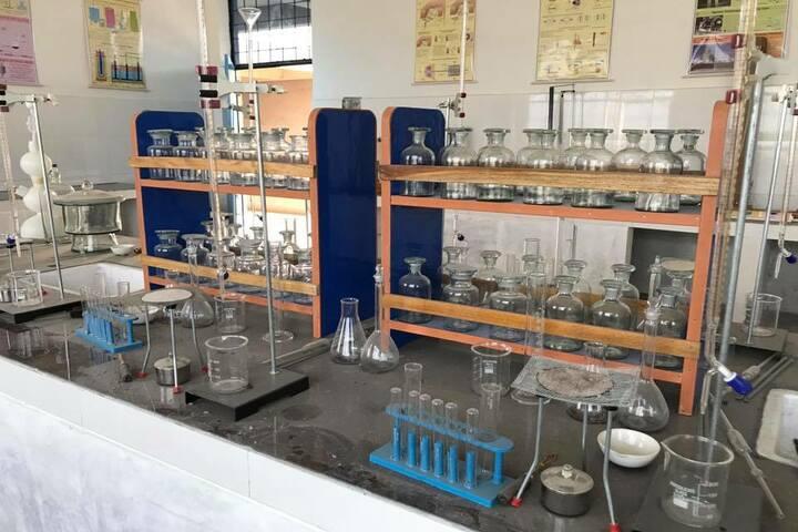 Jaish Public School-Science-Lab