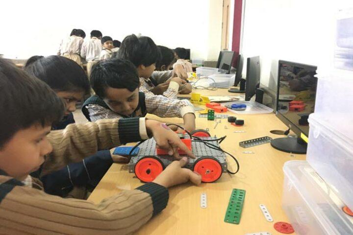 K.R.Mangalam World School-Robotics