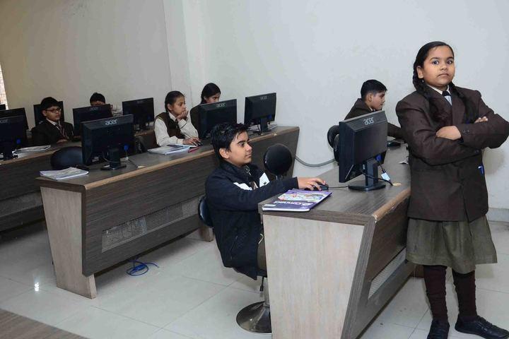 Kanha Makhan Millennium School-Computer Lab
