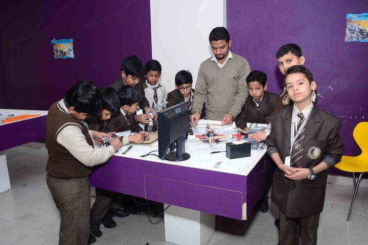 Kanha Makhan Millennium School-Robotics Class
