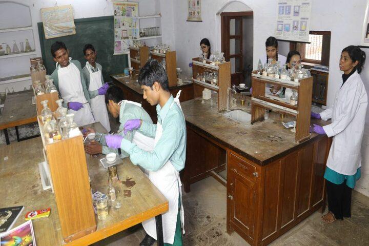 Kulpahar Christian School-Chemistry Lab