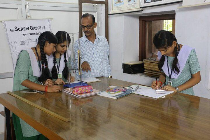 Kulpahar Christian School-Physics Lab