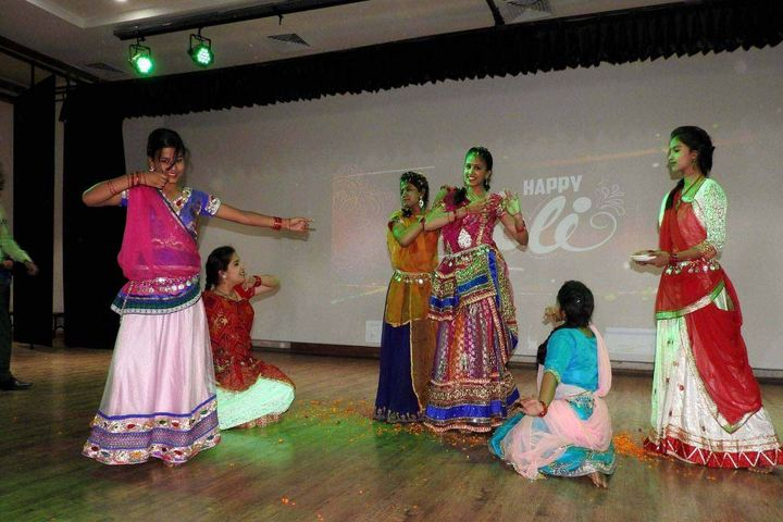Kunwars Global School-Dance