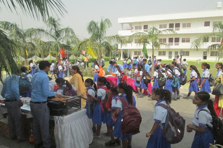 Lucknow Public College-Food Festival