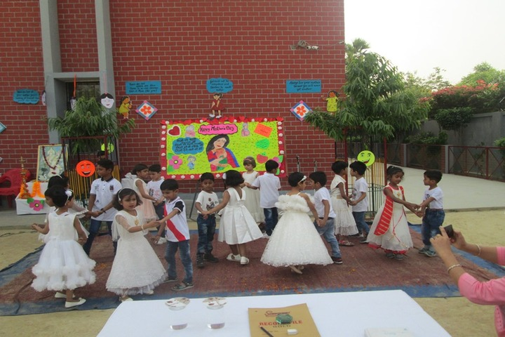 Lucknow Public College-Mothers day Celebration