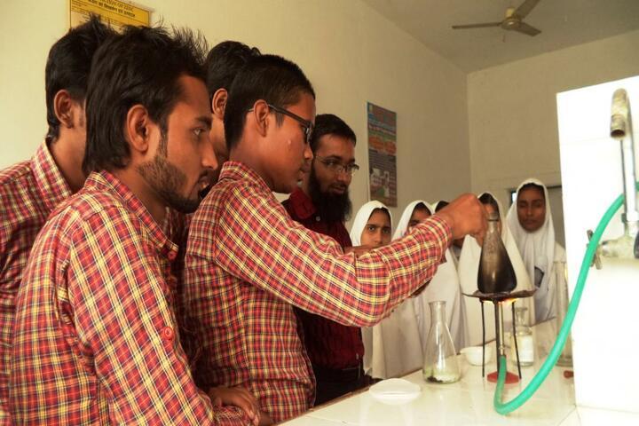 Manarul Uloom Public School-Chemistry Lab