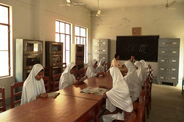 Manarul Uloom Public School-Library